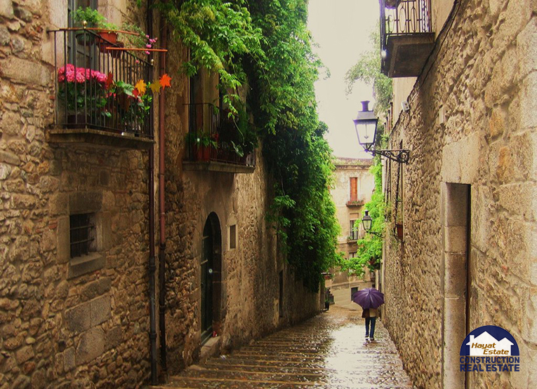 hayatestate_beautiful_street_in_girona